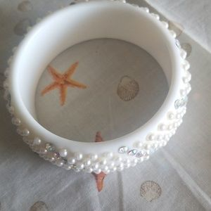 Plastic pearl and rhinestone bangle